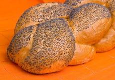 鸡蛋面包大面包餐巾桔子 免版税库存照片
