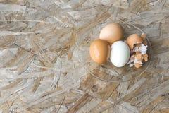 鸡蛋顶视图在碗的 免版税库存图片