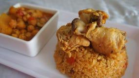 鸡豆炖煮的食物和米 图库摄影