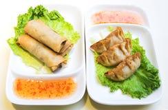 鸡饺子卷春天蔬菜 库存照片