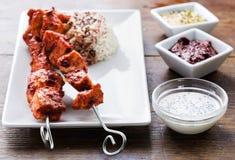 鸡tandoori串用调味汁 免版税图库摄影