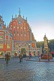 鸥和罗兰特雕象议院在老城里加 免版税库存图片