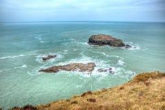 鸥岩石Portreath北部康沃尔郡在圣艾格尼丝和Godrevy之间的英国英国在HDR 图库摄影