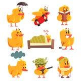 鸭子不同的活动被设置逗人喜爱的字符贴纸 图库摄影