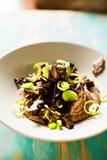 鸭子心脏炖煮的食物和黑眼睛的豆纯汁浓汤 库存图片