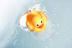 鸭子橡胶玩具水 免版税图库摄影