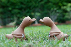 鸭子玩偶夫妇  免版税库存图片