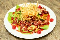 鸭子肝脏开胃菜用莓果调味汁 图库摄影