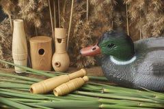 鸭子诱饵和口哨 免版税库存图片