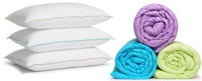 鸭绒垫子查出的枕头 免版税库存照片