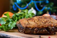 鸭胸脯- Magret用在圣诞节装饰背景的莓果调味汁  茴香圣诞节叉子节假日例证菜单桔子向量 库存图片