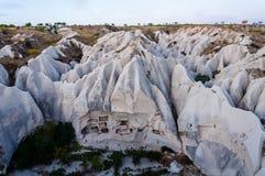 鸽子从热空气气球的谷视图, Goreme,卡帕多细亚,土耳其 免版税图库摄影