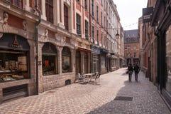 鹅卵石法国里尔缩小的老街道 库存照片