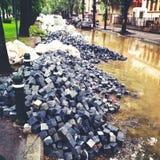 鹅卵石街道在修理中 图库摄影