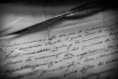 鹅笔和羊皮纸 免版税图库摄影