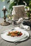 鹅肝用酸果蔓酱和酒 库存图片