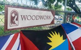 鹈鹕工艺中心木制品标志,布里季敦,巴巴多斯 库存图片