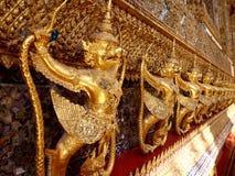 鹰报在泰国的曼谷玉佛寺盛大宫殿 免版税库存照片
