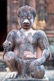鹰报雕象在Banteay Srey寺庙,柬埔寨的 免版税库存照片