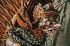 鹰报雕象飞过的神在印度尼西亚 免版税库存图片