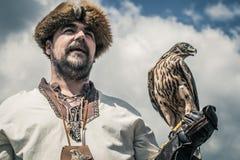 以鹰狩猎者 免版税库存照片