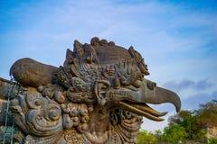鹰记航空公司勇敢的印度神话鸟图象在GWK文化公园,巴厘岛 免版税图库摄影