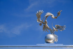 鹳在独立广场在塔什干 免版税库存照片