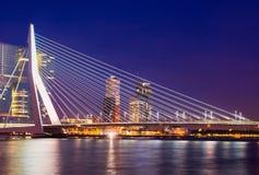 鹿特丹在晚上 免版税库存图片