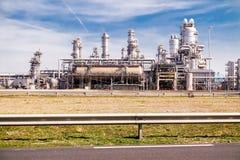 鹿特丹,荷兰- 2018年4月20日:一个石油化学工业的精炼厂生产在Europort港口 库存图片