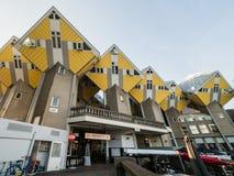 鹿特丹,荷兰- 2018年5月31日:求房子Kubuswoningen -城市的立方多数偶象吸引力 建筑师掀动了传统, 免版税图库摄影