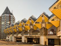 鹿特丹,荷兰- 2018年5月31日:求房子Kubuswoningen -城市的立方多数偶象吸引力 建筑师掀动了传统, 库存照片