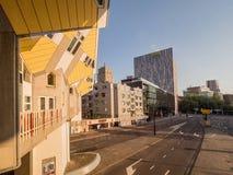 鹿特丹,荷兰- 2018年5月31日:求房子Kubuswoningen -城市的立方多数偶象吸引力 建筑师掀动了传统, 免版税库存图片