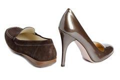 鹿皮鞋和法院鞋子-标准妇女的鞋子没有名字 免版税库存照片