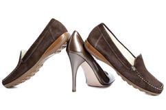鹿皮鞋和法院鞋子-标准妇女的鞋子没有名字 库存照片