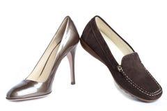 鹿皮鞋和法院鞋子-标准妇女的鞋子没有名字 图库摄影