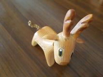 鹿被雕刻的木头 免版税库存图片