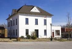 历史的1870年麦克唐纳县Mo法院大楼 免版税库存照片