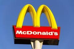 麦克唐纳` s国际快餐餐馆公司商标 免版税库存图片