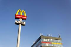 麦克唐纳` s国际快餐餐馆公司商标 免版税库存照片