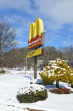 麦克唐纳` s黄色曲拱标志 免版税库存图片