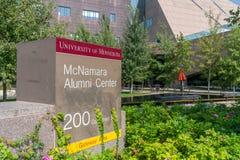 麦克纳马拉在Minnes大学的校园里的校友中心  库存照片