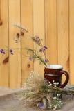 黑麦和野花的耳朵花束  免版税库存图片