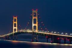 麦基诺桥光 免版税库存照片