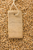 麦子谷物和价牌 库存照片