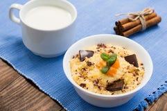 麦子谷物用南瓜和巧克力 背景土气木 特写镜头 顶视图 图库摄影