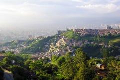 从麦德林,哥伦比亚的城市视图 库存图片