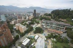麦德林,安蒂奥基亚省/哥伦比亚- 2015年12月03日 西班牙语人聚居的区域El Poblado,城市的专属区段 免版税图库摄影