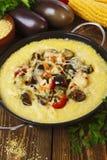 麦片粥烘烤与菜和乳酪 免版税库存图片