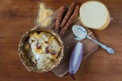 麦片粥用乳酪和香肠 免版税库存图片