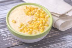 麦片粥用希脂乳 玉米粥 意大利语的开胃菜 木bac 库存图片